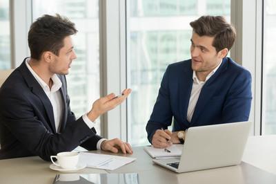 当领导私下问你这些问题时,最好假装不知道